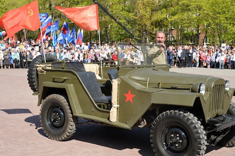 Фотозона с военной техникой на День Победы