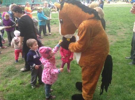 ростовая кукла Конь на детском празднике