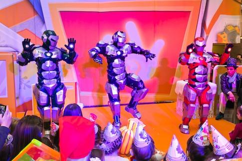 танцующие роботы на детской елке