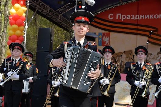 курсанты военного училища на Дне Победы пос. Мосрентген