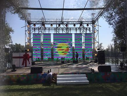 модульные экраны на сцене