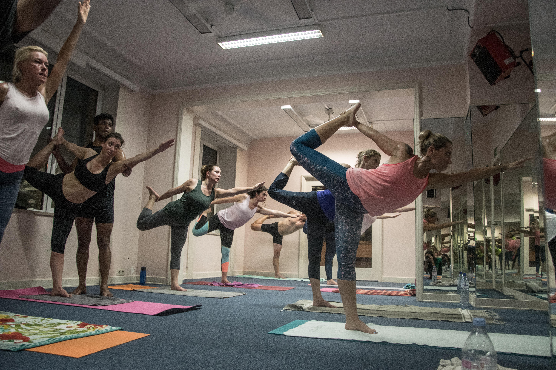 90' Hot yoga classic 26+2 ( bikram Style