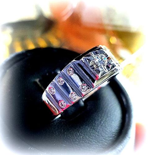 Золотое кольцо с бриллиантом 0.3 каратта