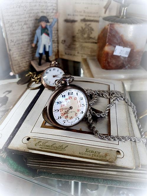 Серебренные часы с  серебрянной цепочкой 19 век