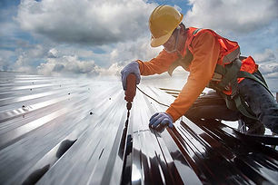 Commercial-roofing-contractor-installing