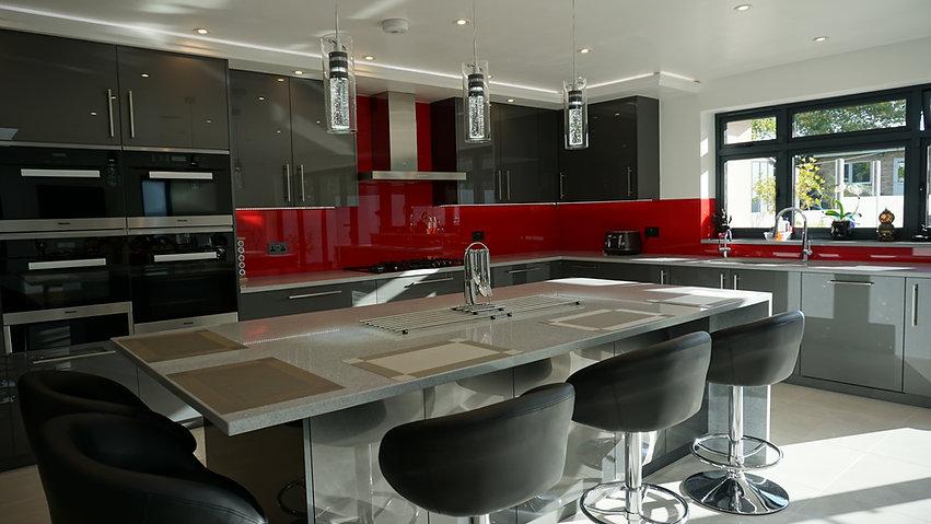 red shiny splashbacks in modern kitchen