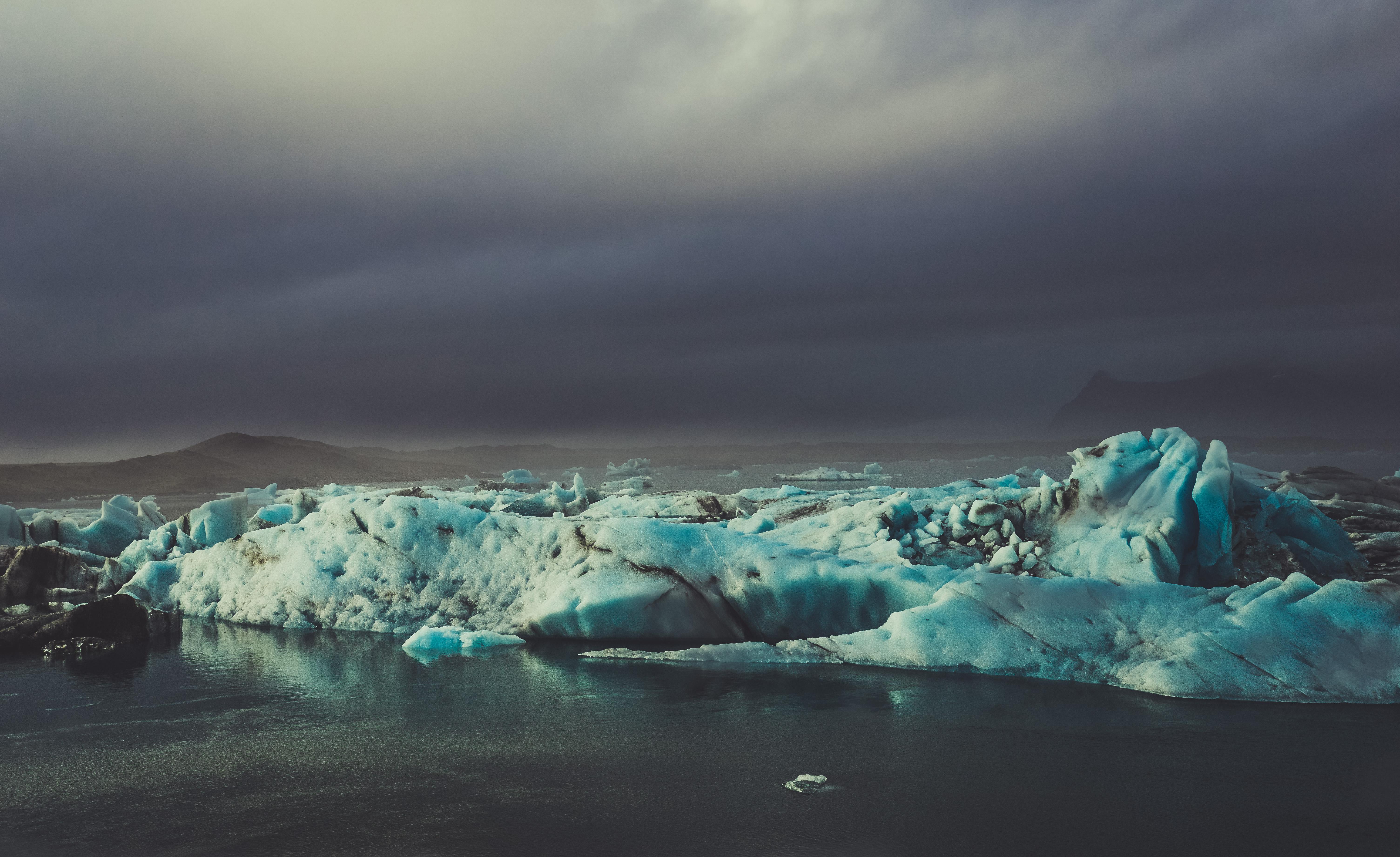 天黑黑。冰湖