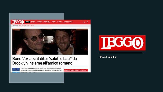 """Bono Vox alza il dito: """"saluti e baci"""" da Brooklyn insieme all'amico romano"""