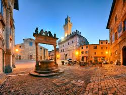 montepulciano-piazza-grande-blue-hour