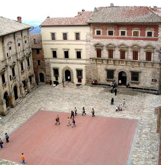 Piazza-Grande-Montepulciano.jpg