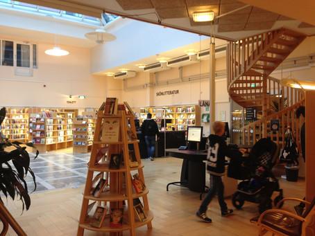 Polsk bildkonstnär på Tranås bibliotek i projektet Studio Bibliotek