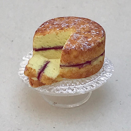 Victoria Sponge on Stand by Et Cetera