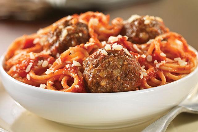 Fresh-Grated-Parmesan-Spaghetti-Meatballs-59131_640x428