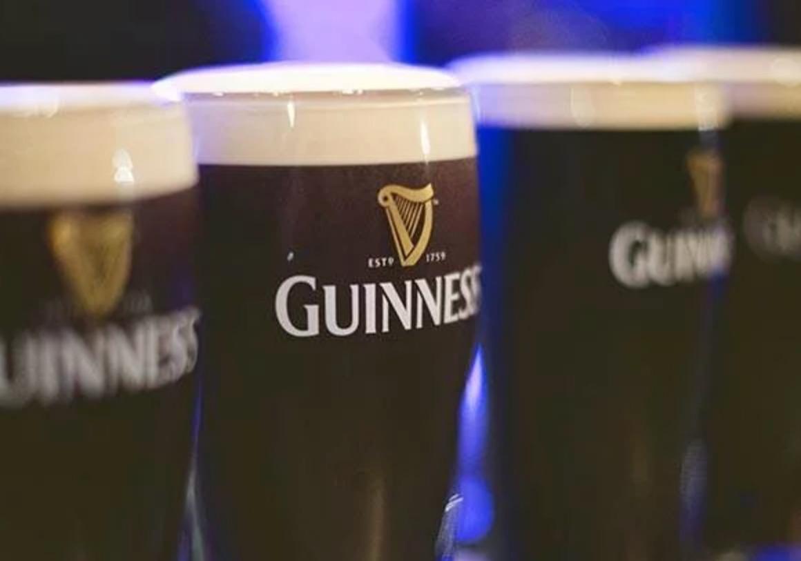 MAKE MINE A PINT GOOD DRINK AND PLENTY OF CRAIC