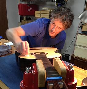 Richard Waltz French polishing guitar