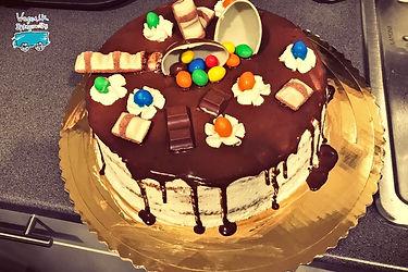 ...a na deser czekał pyszny tort o smaku Kinder Czekolady!