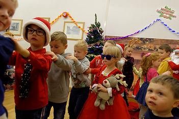 Dzieci mogły wziąć też udział w zabawach przygotowanych przez panie z PSS z  Wellingborough.