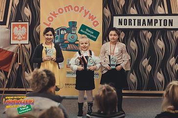 Laureatki I Edycji Konkursu Recytatorskiego Lokomotywy  w kategorii od lat 6 - 8: Sara, Luiza i Fatima