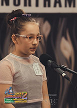 """Laura, lat 10z wierszem """"Kłamczucha"""" Jana Brzechwy"""