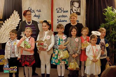 Mateuszek, Kasia, Amelia, Julia, Iga, Julia, Lidka i Franek z Jurorkami.