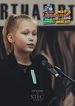 """Laura, lat 10z wierszem """"O rodzicach"""" Ludwika Jerzego Kerna"""