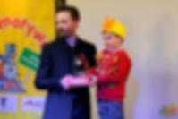 """Na miejscu I - Natan Żyżyński, lat 5- za wykonanie wiersza """"Jesienny wiatr""""Hanny Ożogowskiej"""