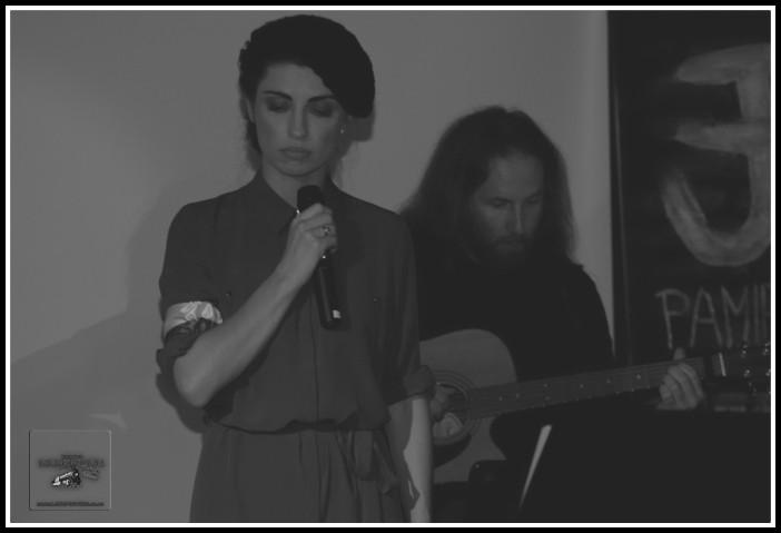 Marta z akompaniamentem członków zespołu Soulride