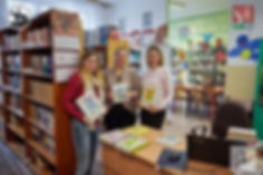 Emilia (Lokomotywa - Stacja Northampton), oraz panie Teresa Wojtyszyn i Beata Nazarko w bibliotece SP w Horyńcu-Zdroju