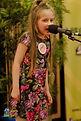 """Sophie, lat 7, wybrała wiersz""""Sophie Know-it-all"""" (""""Zosia Samosia"""") Juliana Tuwima."""