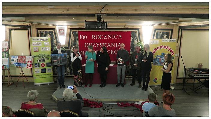 Laureaci Konkursu Plastycznego w kategorii od lat 17 w towarzystwie Jurorek