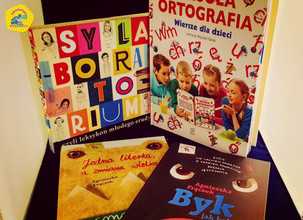Nagrody dla Zdobywców I Miejsc w Wielkim Międzyszkolnym Konkursie Ortograficznym w Akademii Młodego Polaka.