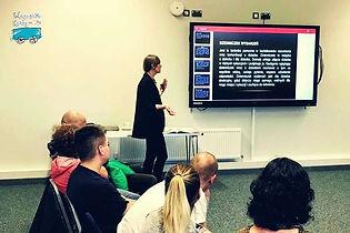 Patrycja poprowadziła niezwykle interesującą prelekcję o zagadnieniach i wyzwaniachzwiązanych z autyzmem oraz sposobach radzenia sobie z nimi.