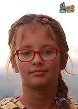"""Paulina, lat 9 z wierszem """"Kaczka Dziwaczka"""" Jana Brzechwy"""