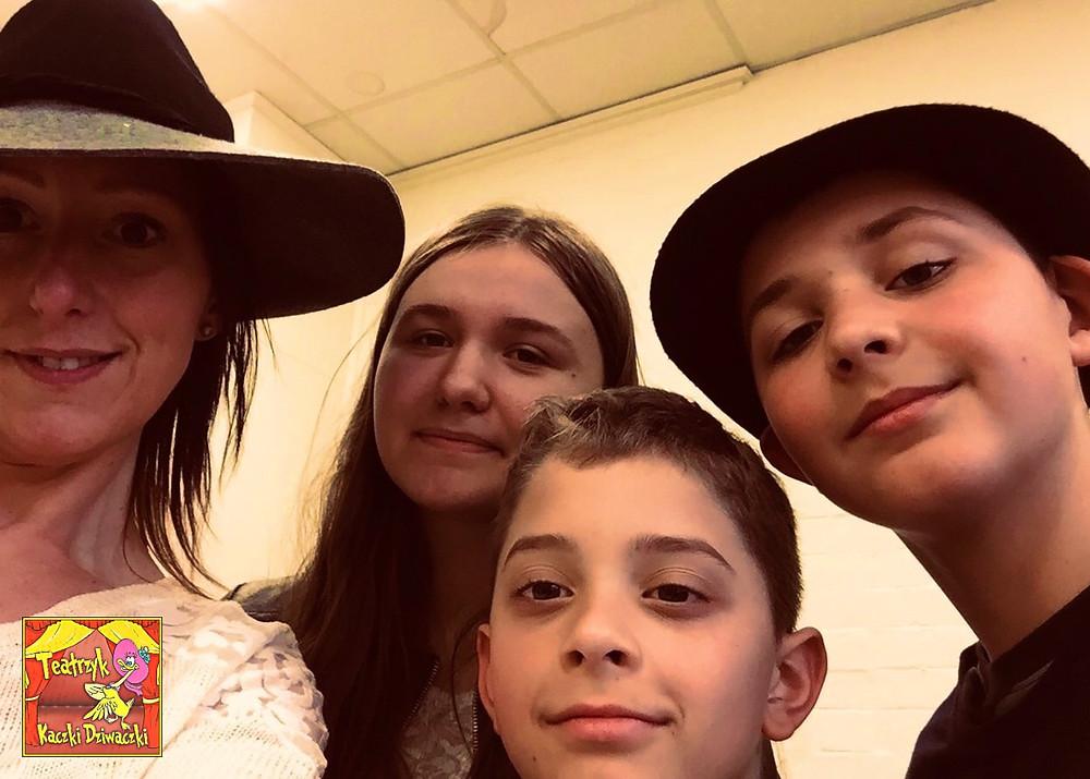Emilka, Oskar i Kacper, oraz założycielka i opiekunka Teatrzyku, pani Joanna Wójcik