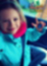 """Julia, lat 7 z wierszem""""Kruk i lis"""" Ignacego Krasickiego"""