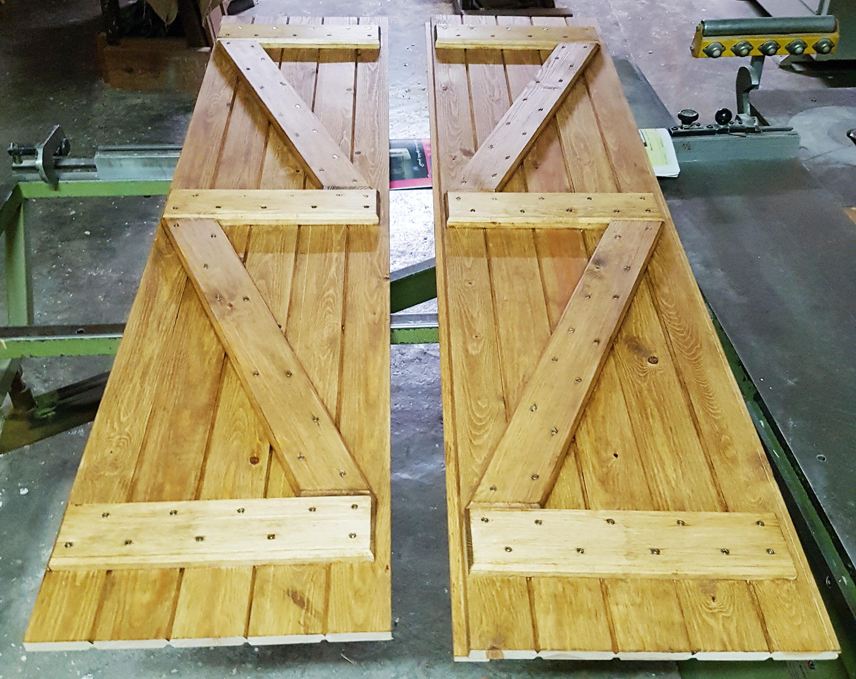 porticón madera natural