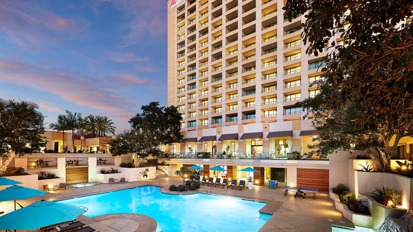 Mission Valley - hotel with pool