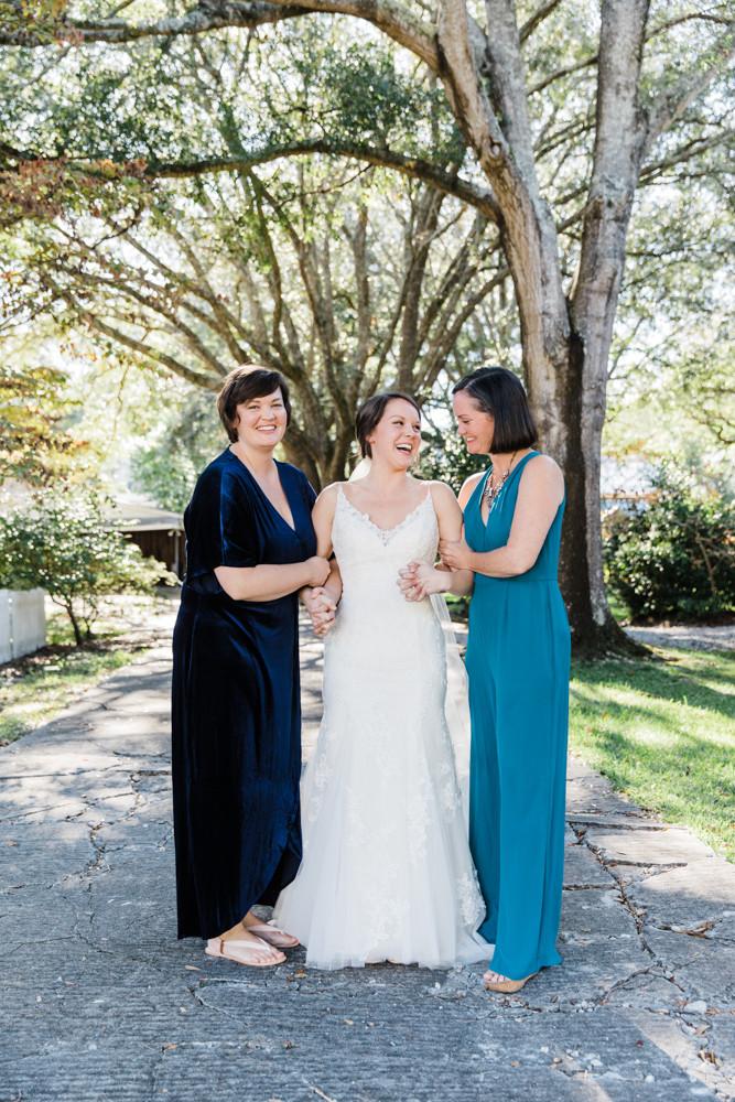 bride with sisters Jessica Hilton Portland Oregon Wedding Photographer