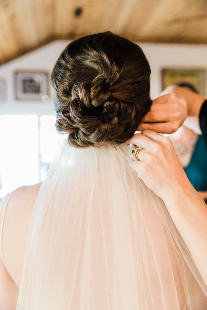 bride putting on veil Jessica Hilton Portland Oregon Wedding Photographer
