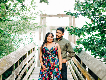 Suzy & Robs Gorgeous Late Summer PNW Engagement Session at Beacon Rock State Park