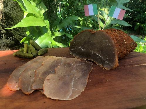 Bresaola italien en tranches. Sliced Italian Bresaola.