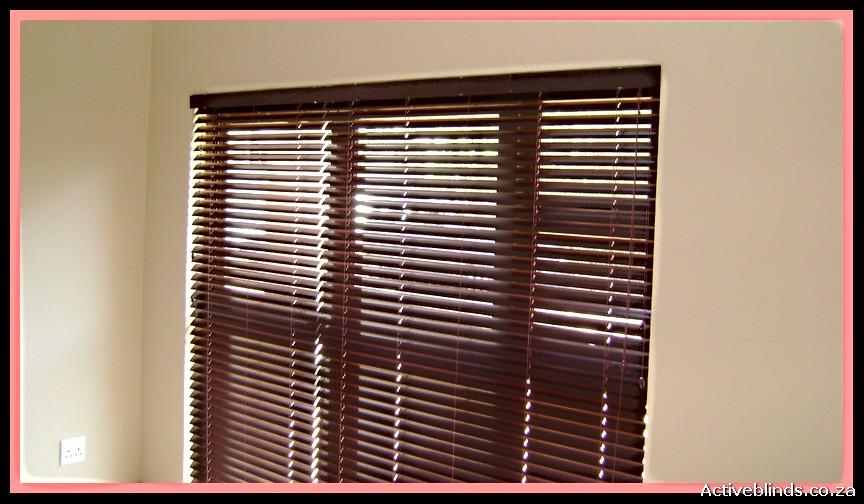 Light-filtering-through-50mm-Aluwood-Dar