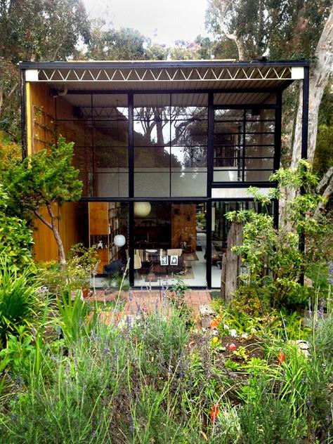 Take a look inside! Case Study House No. 8 Eames