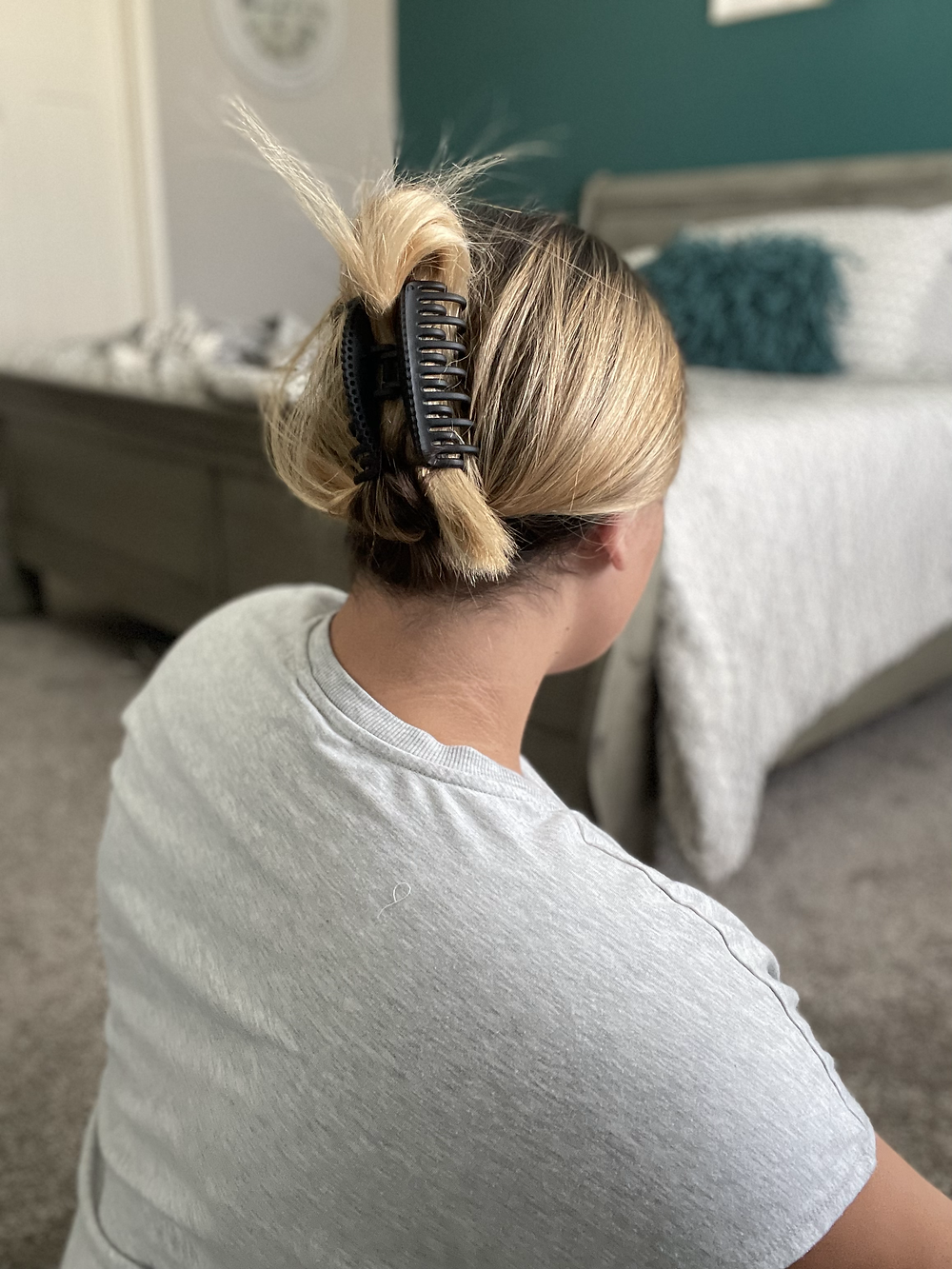 How to make your thick hair stay tight in your claw clip
