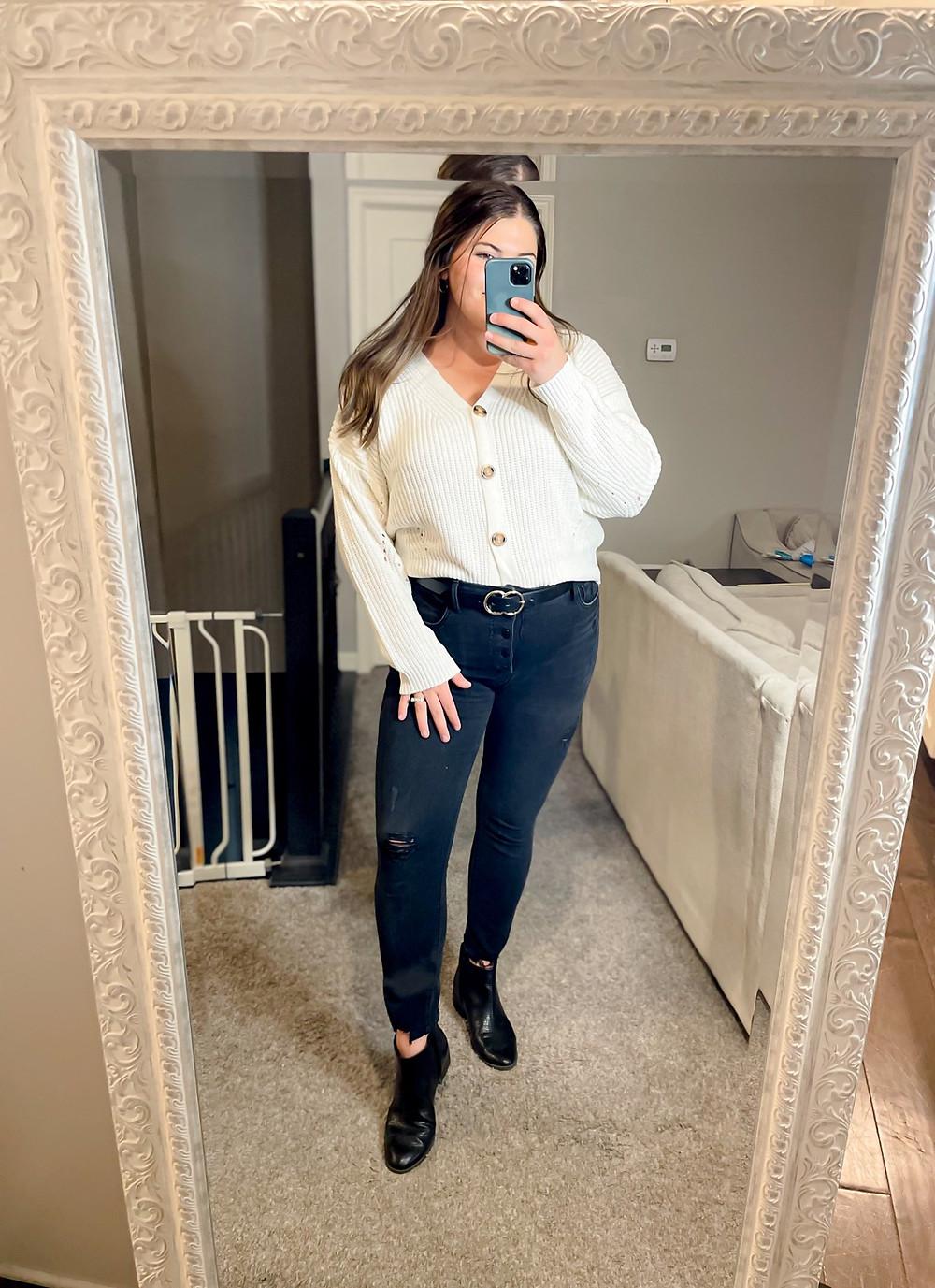 Black Highwaisted  jeans a boyfriend cardigan