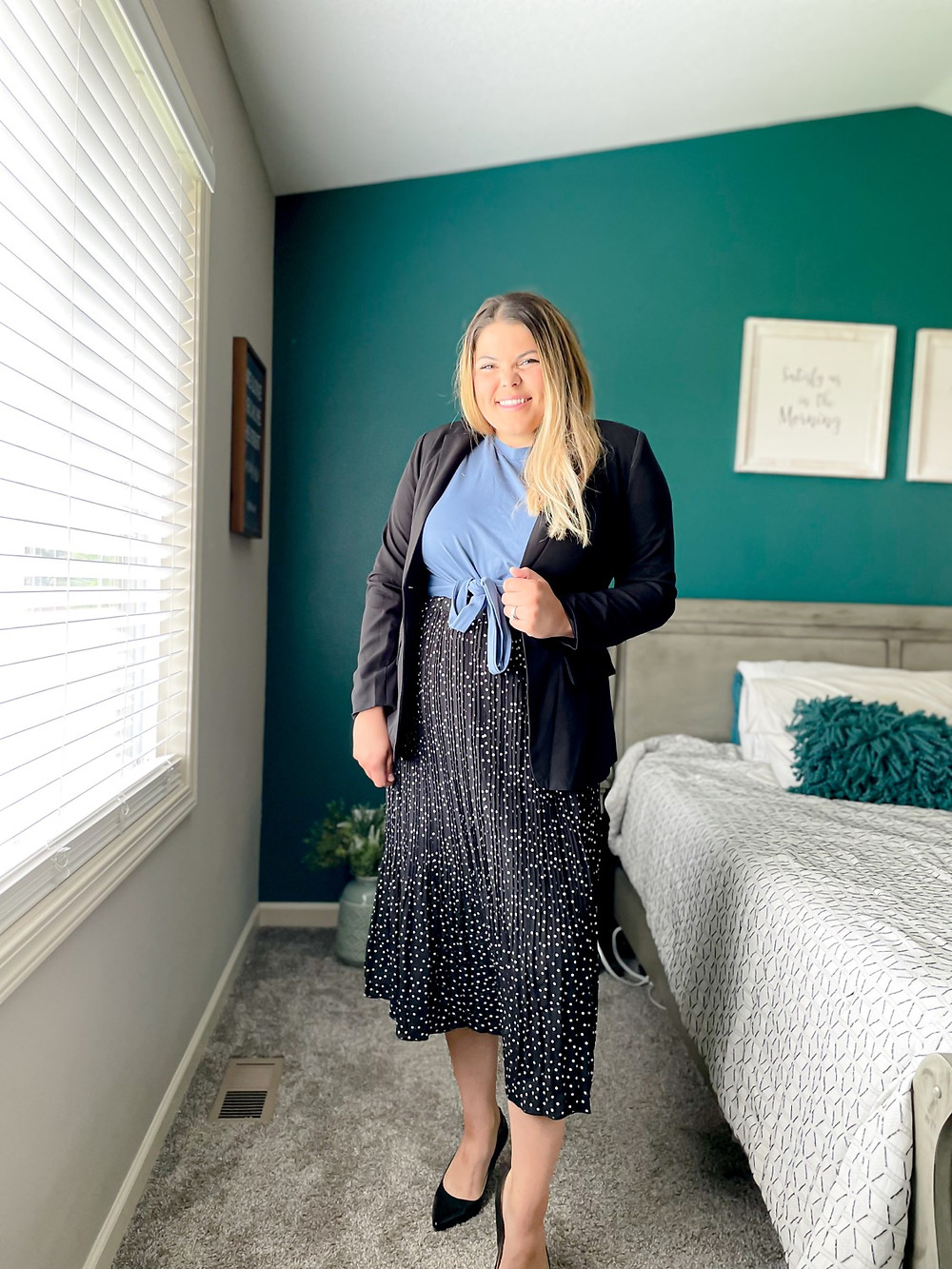Curvy women's work outfit blazer from amazon