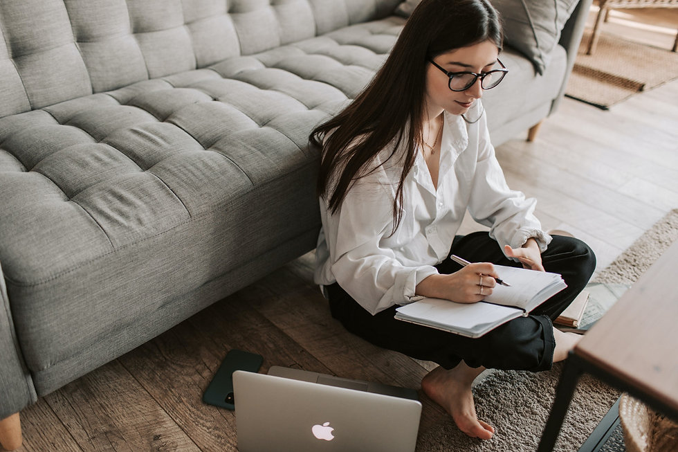 girl_calendar_laptop.jpg