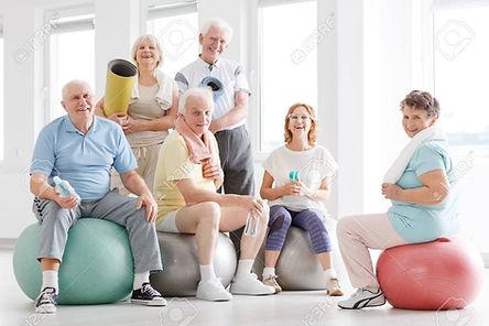 83169483-les-personnes-âgées-souriantes-