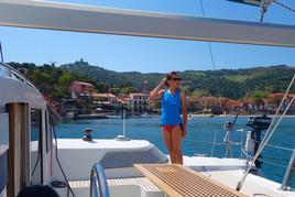 L'Ansa de la Baleta à Collioure avec Caroline à bord du catamaran Lodos