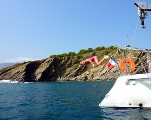 Sortie en mer catamaran Lodos L'anse de Paulilles pause déjeuner à bord du Catamaran Lodos